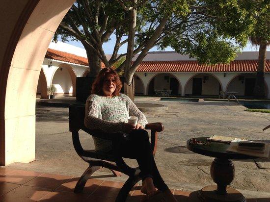 Hotel Mision Catavina: Hotel inner courtyard