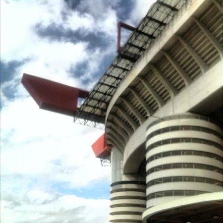 Stadio Giuseppe Meazza (San Siro): La torre di San Siro