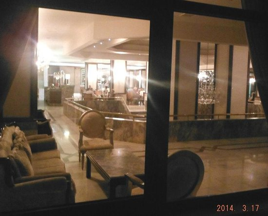Halic Park Hotel : Lobby area seen from the outside sitting area