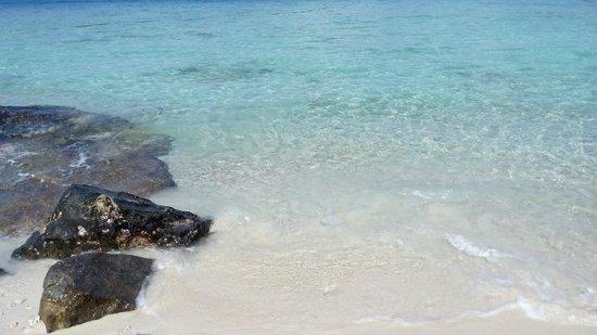 Shari-La Island Resort : private beach