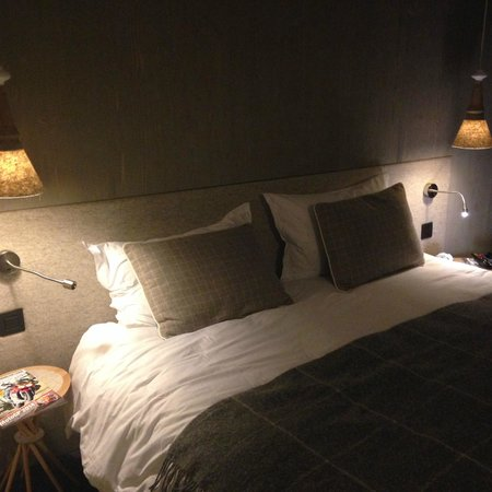 Hotel l'Heliopic: Our bed!