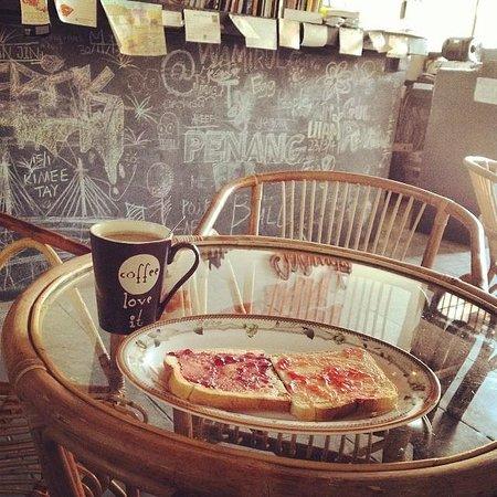 Guest Inn Muntri : free breakfast.