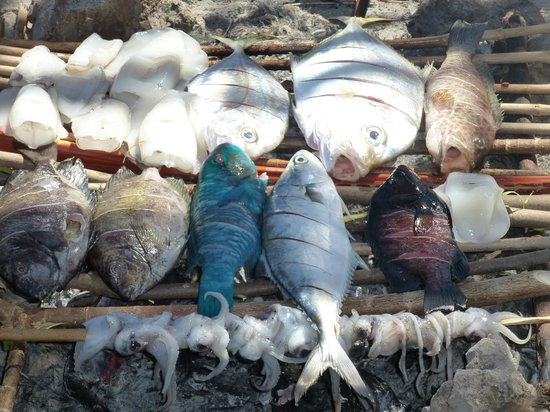 Pondok SVD: Fish cooked on fire on snorkelling trip