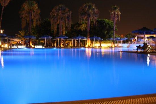 Mitsis Faliraki Beach Hotel : бассейн