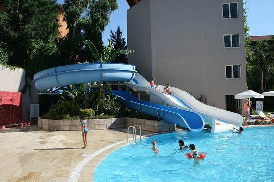Armas Bella Sun: Бассейн с водяными горками отеля Club Bella Sun Hotel