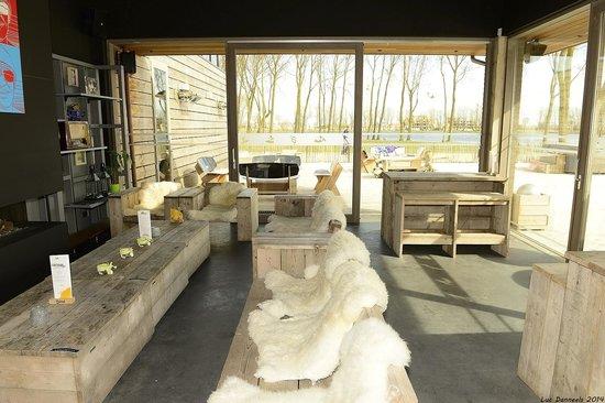Lakeside Paradise Sleep Inn: Lounge Room