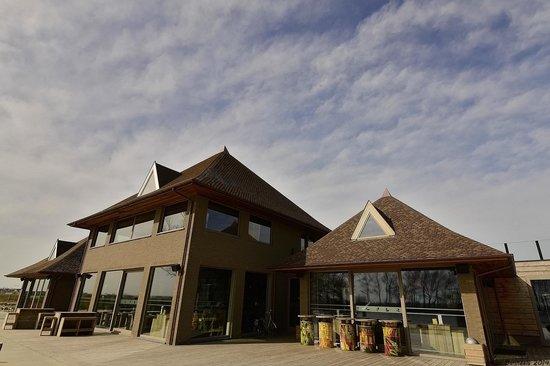 Lakeside Paradise Sleep Inn: Clubhouse
