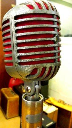 Sun Studio: The mic that recorded radio gold!