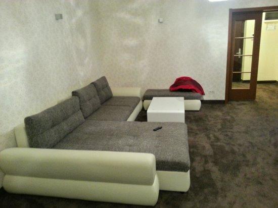 Orhideea Residence & Spa: sofa from the living room