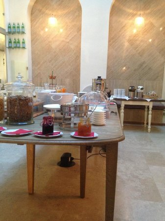 Hotel Le Clarisse al Pantheon: Breakfast set up
