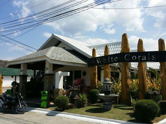 Bataan White Corals Beach Resort: Front / Receiving area