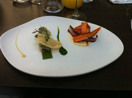 Maison Drouot : Lotte et moules, jus de coriandre et gelée de persil, carottes craquantes et en purée