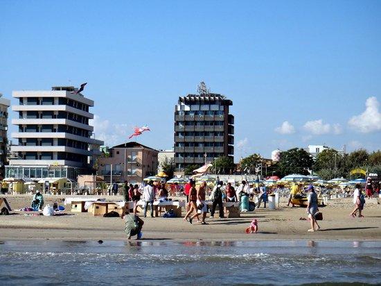 Eurhotel: Вид на отель с моря