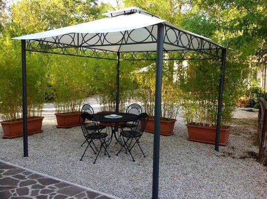 B&B Terra di Mezzo: patio esterno