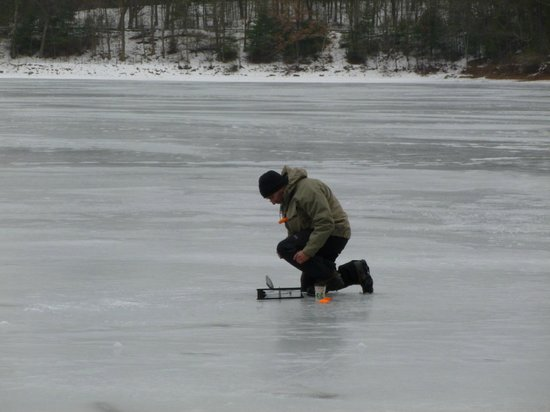 Walden Pond State Reservation : Ice fisherman tries his luck