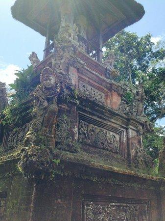 Pura Luhur Batukaru : one of many beautiful stone carvings