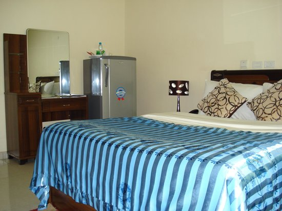 AES Luxury Apartments: the spacious bedroom