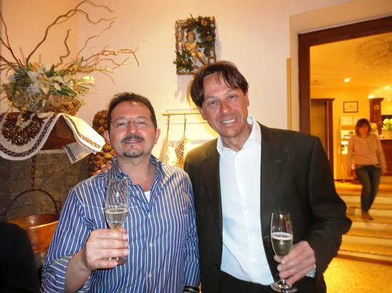 Hotel Dolomiti: un brindisi con Francesco