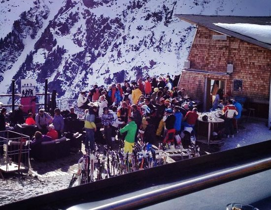 St. Anton: Party at the top of the Rendlbahn