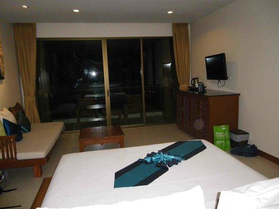 Rawai Palm Beach Resort : Huge room