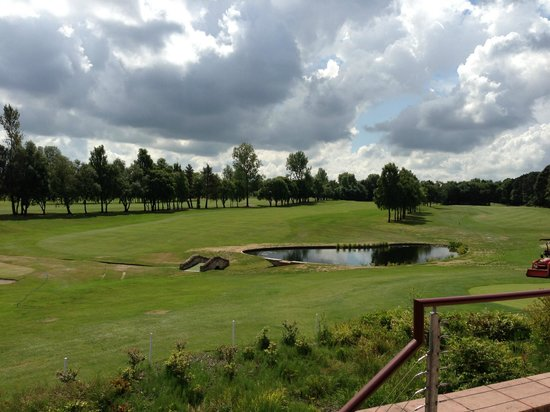 Bothwell Castle Golf Club: 18th fairway from clubhouse