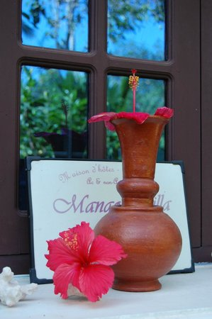 Mango Villa: much attention is payed to details such as fresh flowers everywhere