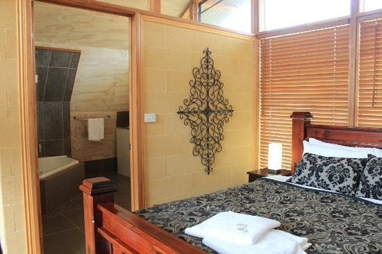 43 Degrees Bruny Island: our spa apartment