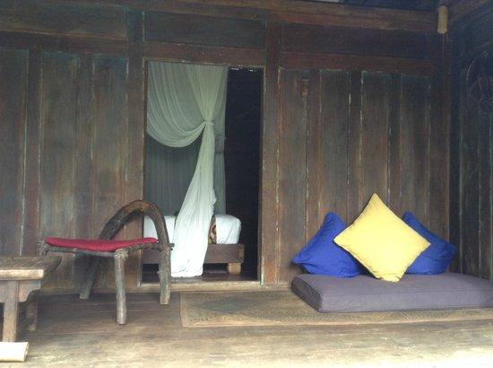Bambu indah kuda house front