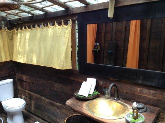 Bambu Indah: bathroom