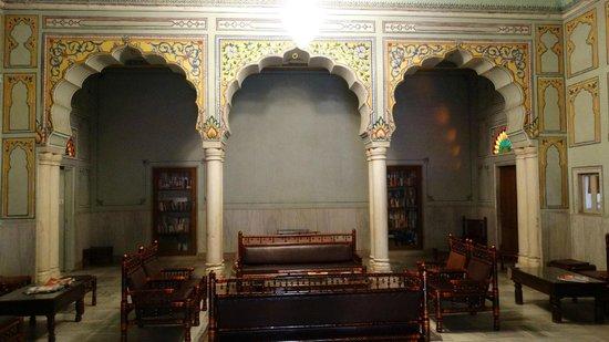 Arya Niwas : library