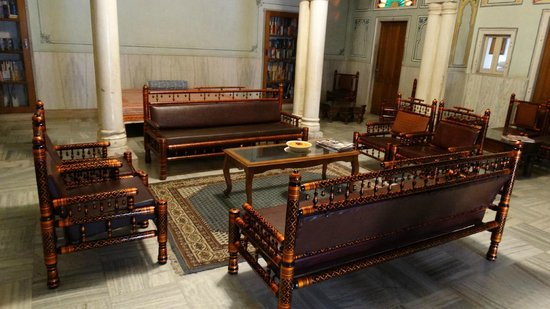 Arya Niwas : the library