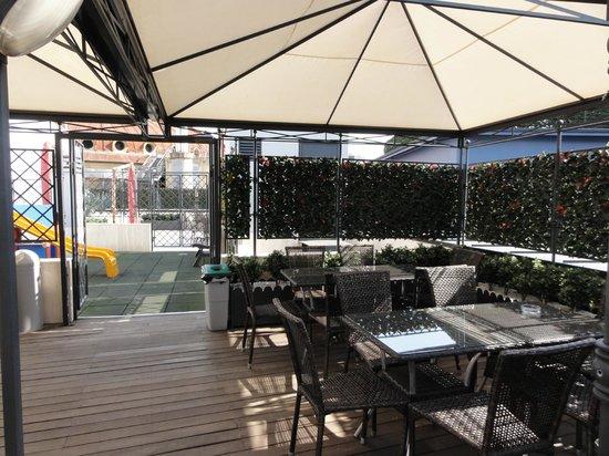 iQ Hotel Roma: terrazza con angolo bimbi