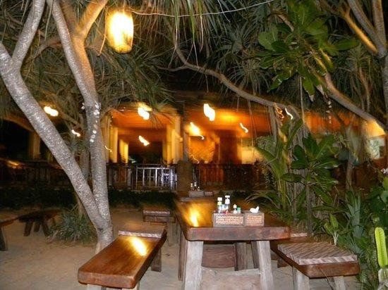 Lanta Miami Bungalows: Lanta Miami restaurant at night