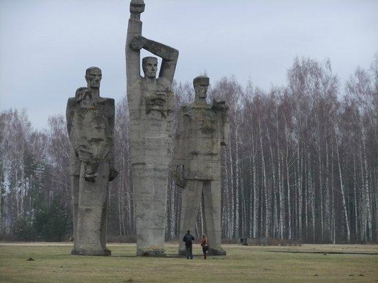 Salaspils Memorial Ensemble: statue
