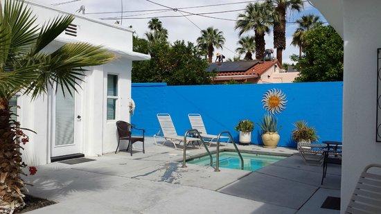 POSH Palm Springs Inn : Hot Tub