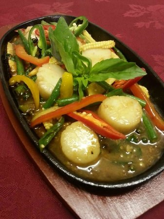 Thai Rose & Bay Steakhouse: Scallops with fresh peppercorn, chilli and garlic