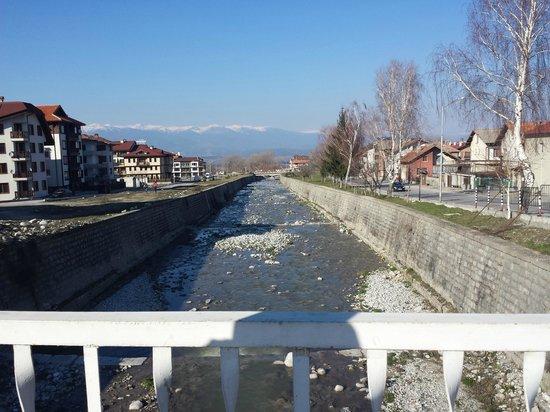 Pirin River Ski & Spa : ул. Ikonom Chuchulan, мост через р. Glazne, ок. отеля