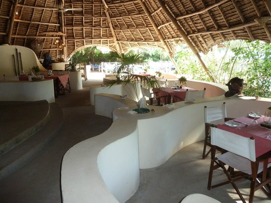 Unguja Lodge: dining and bar area