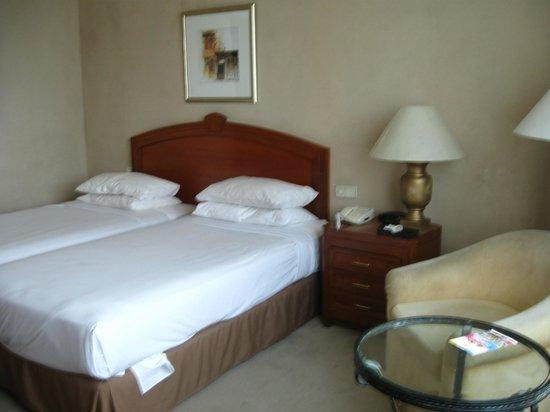 Hotel Royal Penang: Twin beds