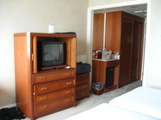 Hotel Royal Penang: Plenty of storage space
