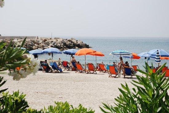 Hotel - Residence Lembo di Mare: LA SPIAGGIA