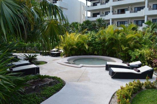 Secrets Maroma Beach Riviera Cancun: jacuzzi extérieur