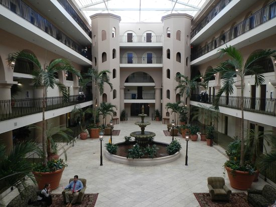 Embassy Suites by Hilton Charleston - Historic Charleston: Central Atrium