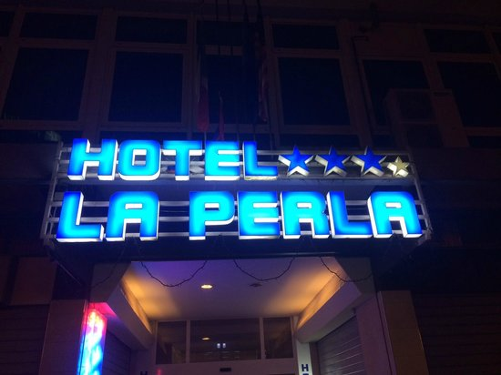 La Perla Hotel: :))