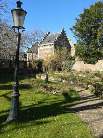 Natural History Museum (Natuurhistorisch Museum): Museum garden
