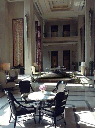 Siam Kempinski Hotel Bangkok: the beautiful lobby!