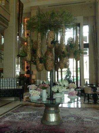 Siam Kempinski Hotel Bangkok: floral decorations in the lobby