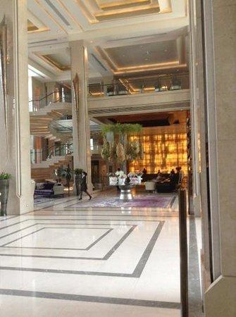 Siam Kempinski Hotel Bangkok : the entrance lobby