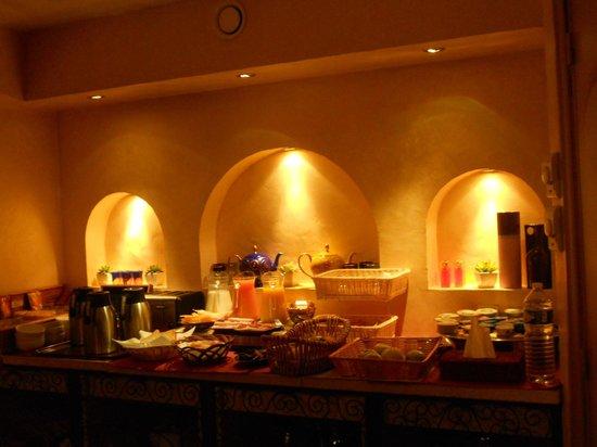 Villa Royale Montsouris : Breakfast