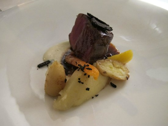 Manoir de la Roseraie : Beef with truffles and roasted veggies